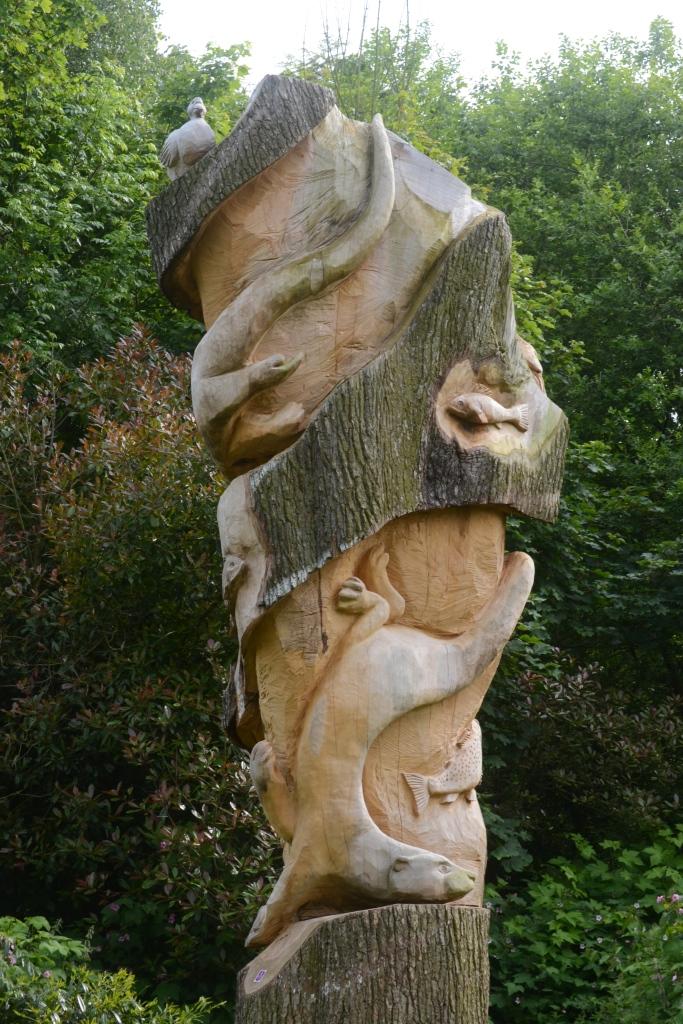 A stunning sculpture - very talented work!